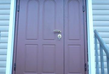 Металлическая дверь с дополнительной секцией