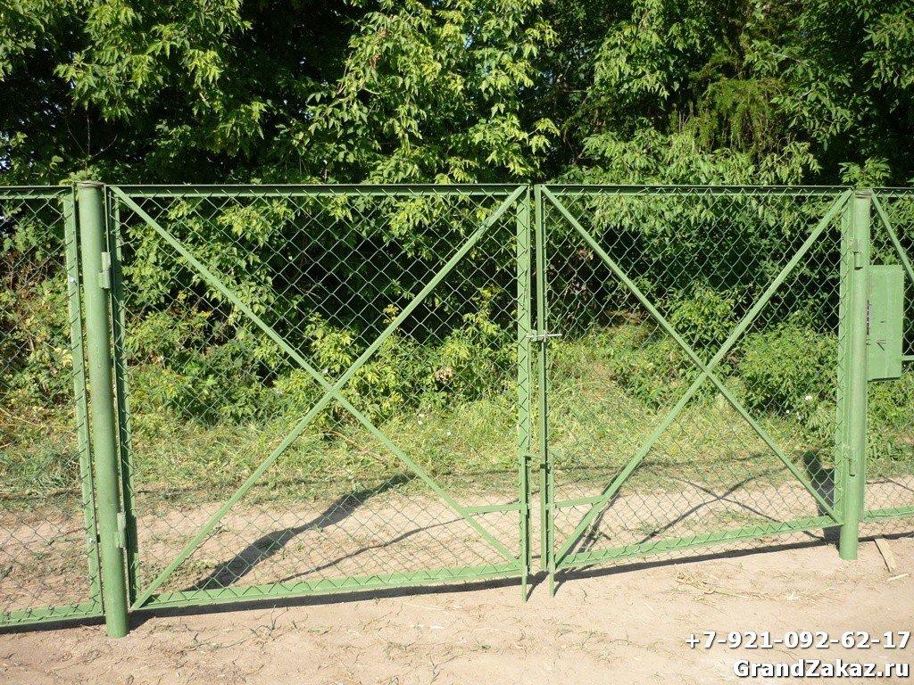 Металлический забор с сеткой рабица