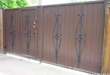 Ворота с элементами ковки и калиткой
