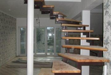 Лестница внутренняя на косоуре