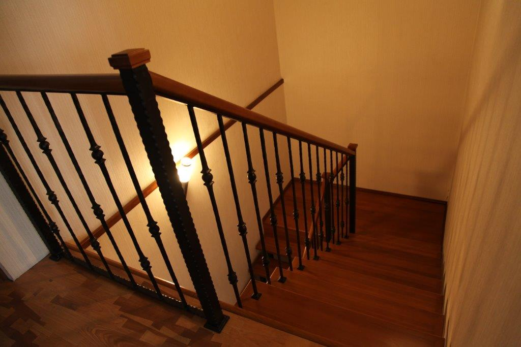 Лестница внутри дома фото