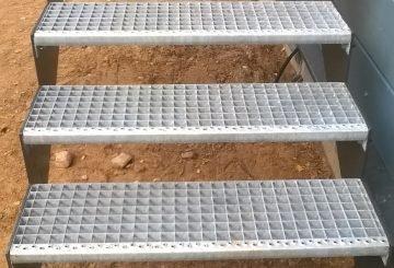 Противоскользящая поверхность ступеней