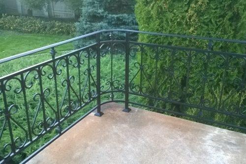 Ограда для крыльца с художественной ковкой