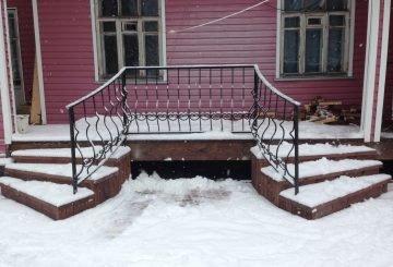 Перила для лестницы на заказ в СПб